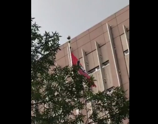 VIDEO=> Antifa Flag Raised Up Over Hennepin County Govt. Center in Solidarity with Charlottesville