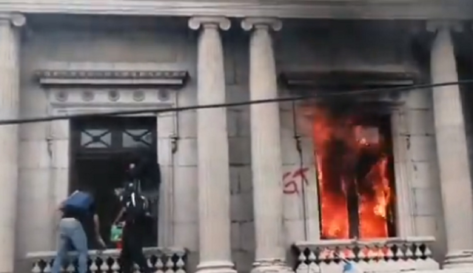 WATCH: Guatemalans Are Currently Burning Down Their Congress After Series of Government Failures