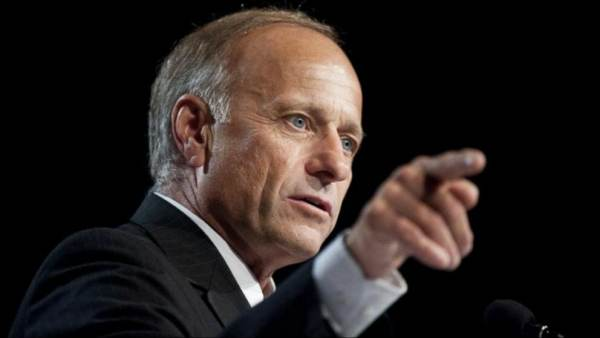 """Rep. Steve King """"Frustrated"""" With President Trump's """"Limited Amnesty"""" For Illegal Immigrants"""