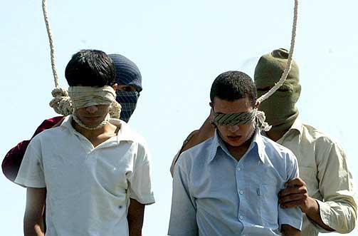 Mahmoud Asgari, 16, and Ayaz Marhoni, 18, were gay Iranian teenagers ...: www.thegatewaypundit.com/2011/01/iranian-regime-set-to-execute-two...