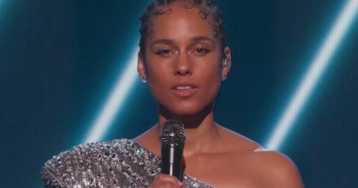 Alicia Keys Sings About Trump Being Impeached, Calls for Cardi B to Enter Politics at Grammy Awards
