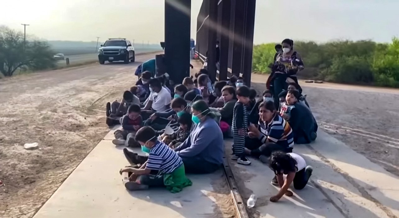 Estimates Show US Is on Track to Encounter 2 Million Migrants on Southern Border in 2021