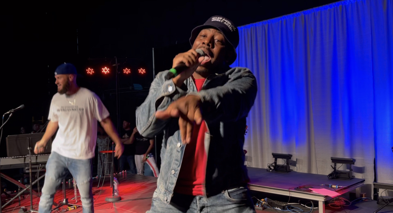 """WATCH: MAGA Rapper Bryson Gray Performs """"LET'S GO BRANDON"""" – LIVE In Scottsdale, Arizona At Free Political Prisoners Rally"""