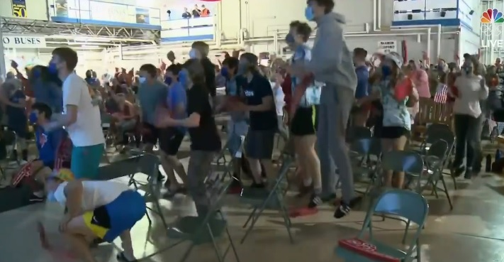 EXCITING: 17-Year-Old Swimmer Wins First Olympic Gold Medal for Alaska – Her Classmates Jump for Joy Watching Her Win