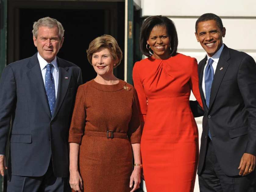 bushes-welcome-obamas-to-white-house-11102008