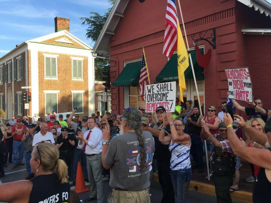 HUNDREDS OF PATRIOTS Hold Hold Massive Rally at Red Hen Restaurant