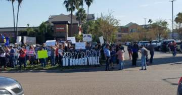 """""""No Border Wall!"""" Low Energy Anti-Wall Protesters Line the Streets of Texas Awaiting Trump's Arrival (VIDEO)"""