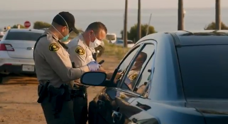 San Diego Police Issue Citations to People Parked in Their Cars Near the Beach For Violating 'Social Distancing' Order (VIDEO)