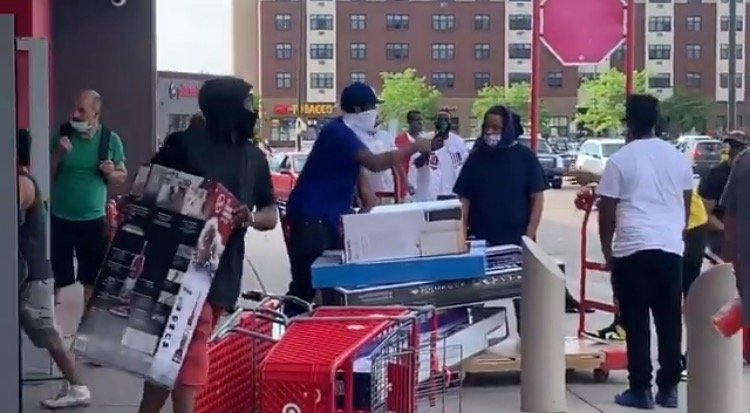 Looters Raid Target Store Near Minneapolis in Midst of 'George Floyd Protests' – Steal TVs, Clothes, Groceries – No Police Around! (VIDEO)