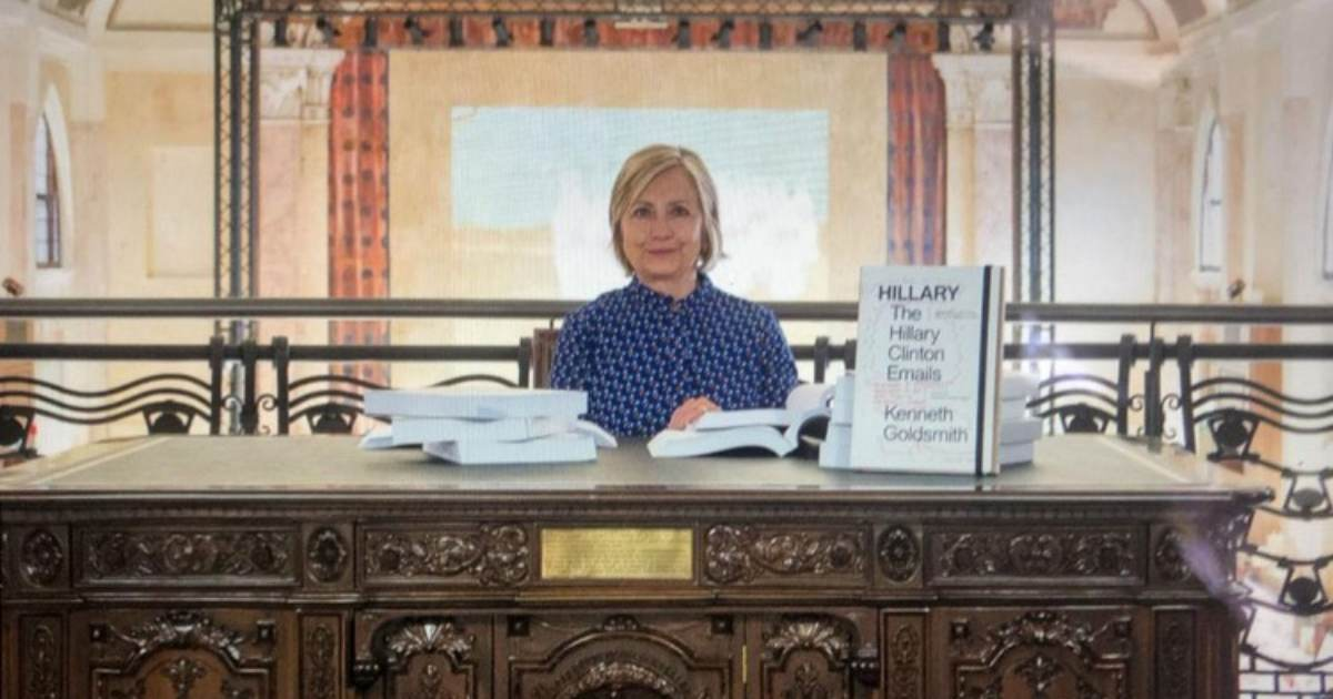 Hillary Clinton Mocks Americans From Abroad - Poses For Picture at Art Exhibit Displaying 'The Hillary Clinton Emails' in Venice