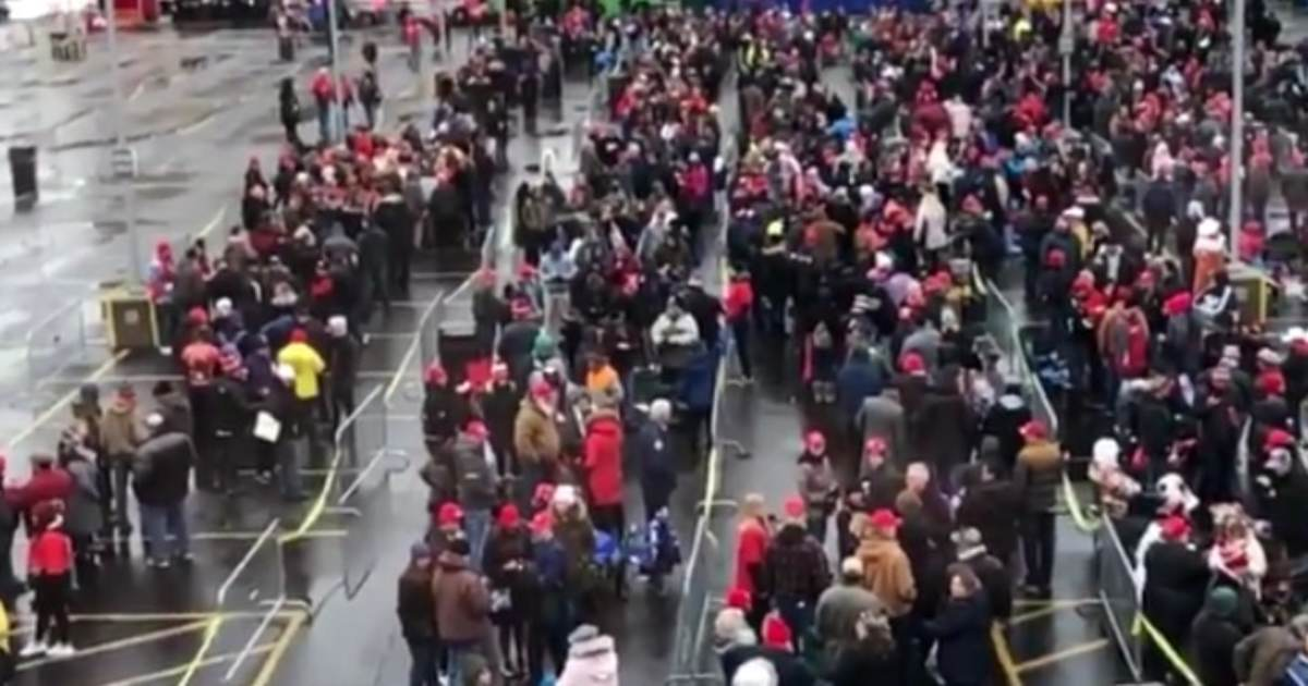 """""""Four More Years!"""" - Hundreds of Trump Supporters Line Up in Freezing Temps 11 Hours Before Milwaukee Rally (VIDEO)"""