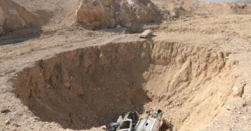 ISIS Uses SINK HOLE to Bury 4,000 Murdered Victims
