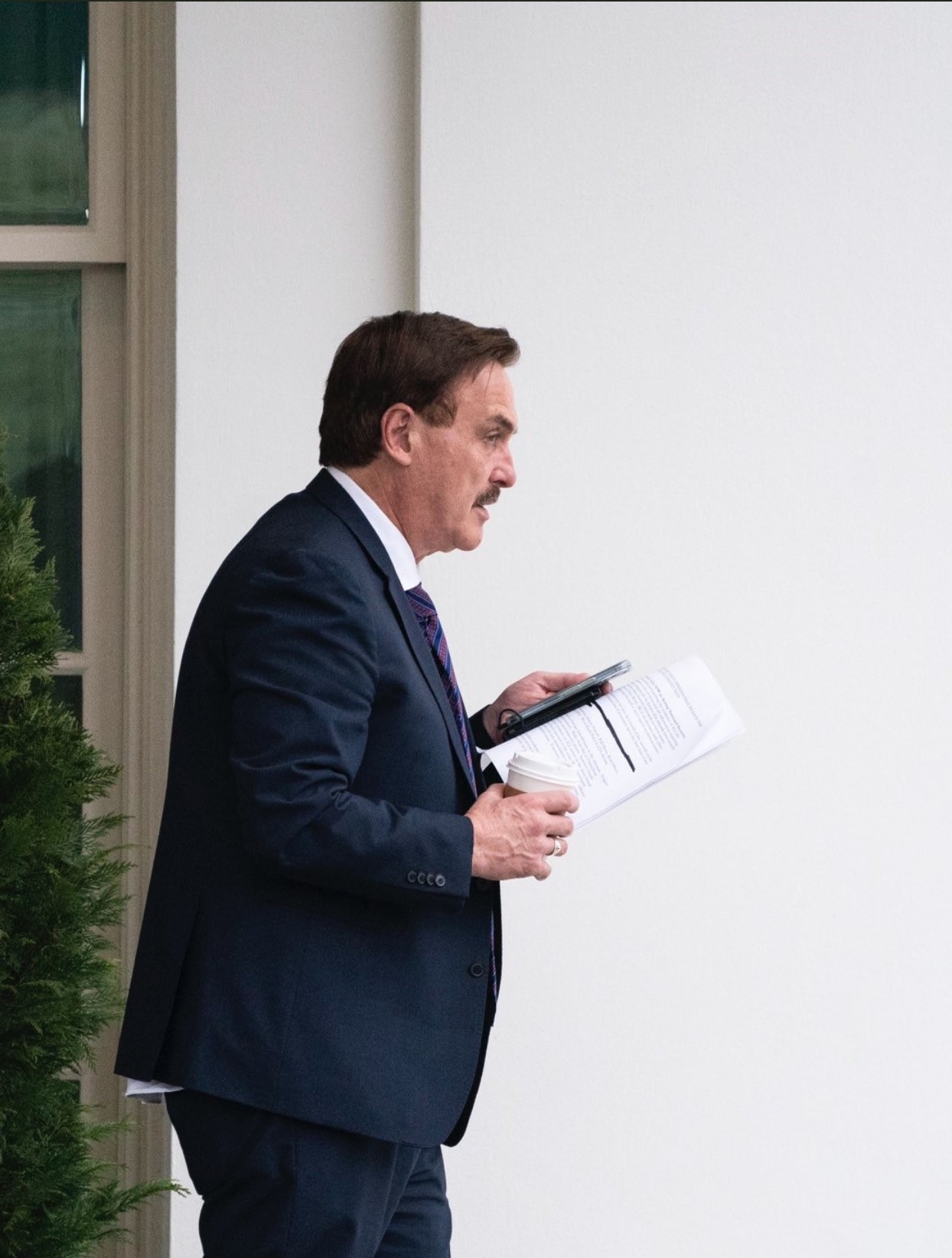 Mike Lindell Visits Trump in White House – Then Media Captures Pictures of His Notes to President Referring to Crimes and Insurrection Act Mr-Pillow-Notes-4