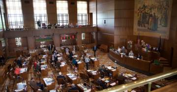Oregon Senate Republicans Flee State In Protest Of Cap and Trade Bill, Denying Dems Quorum, Governor Dispatches Police to Arrest Them