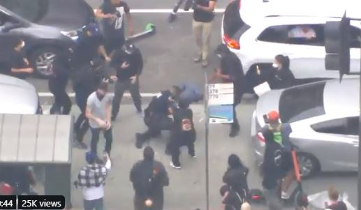 LEFTIST MOB Beats Police Officer in Street in LA – Officer Mobbed, Rescued by Good Samaritan (VIDEO)