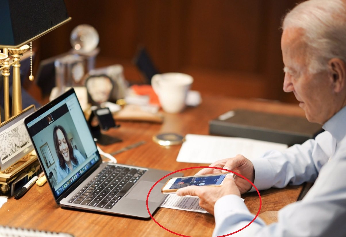 HUGE! CNN Doctors Image of Biden Calling Kamala Harris — Doctors Out His Cheat Sheet Script!