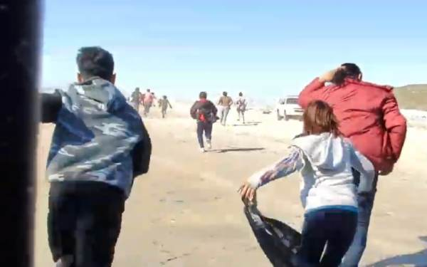 photo image CAUGHT ON VIDEO: Illegals STORM ACROSS US BORDER — RUN Right Past Border Patrol — 12 GOP Senators Voted Today to…