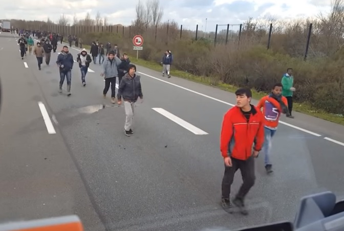 calais crowd horde road