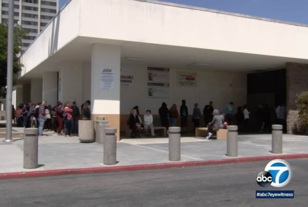 photo image California Lawmakers Set Up Secret DMV Office So They Don't Have to Wait in the Heat for Hours to Renew Licenses (Video)