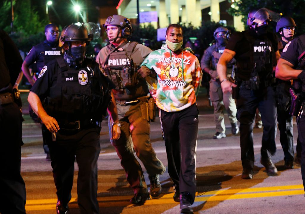 VIDEO Captures Louisville BLM Cop Shooter ? He Was Using Protesters as Human Shields! ? PHOTOS and VIDEO (thegatewaypundit.com)