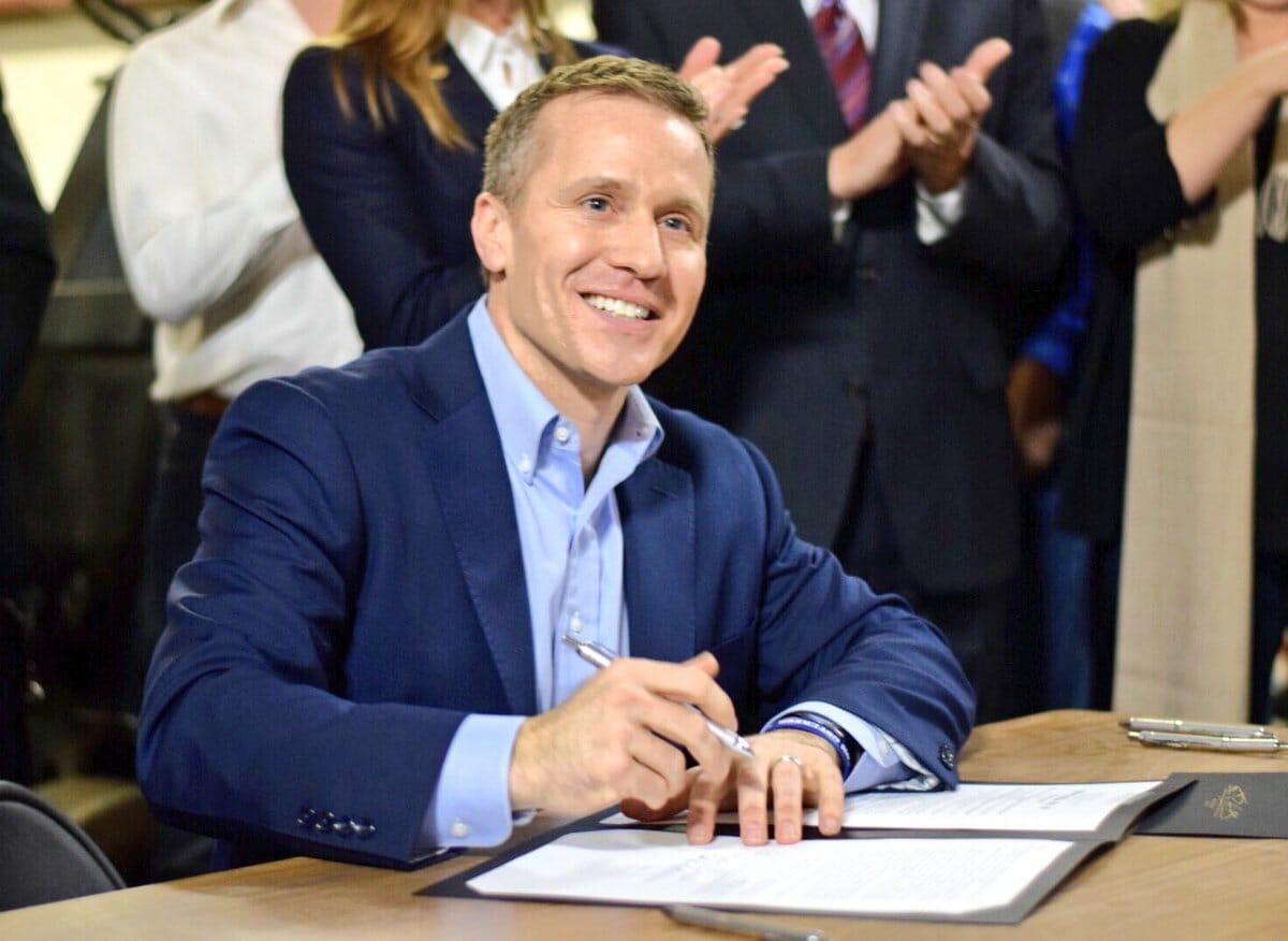 MO Governor Greitens Indicted on Felony Invasion of Privacy Charges After Taking Pic of Naked Mistress (VIDEO)