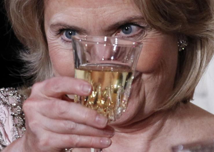 hillary-drink-crosseyed