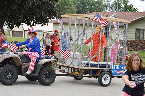 iowa parade hillary jail