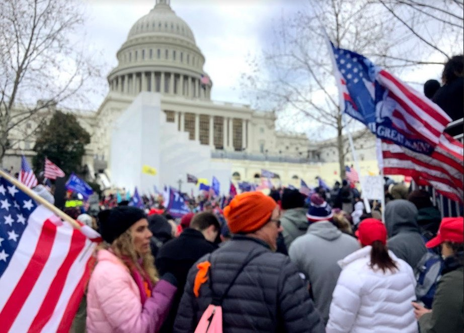"""Federal Agent Suspended and Stripped of Security Clearance """"Because of His Presence"""" OUTSIDE Capitol During Riot"""