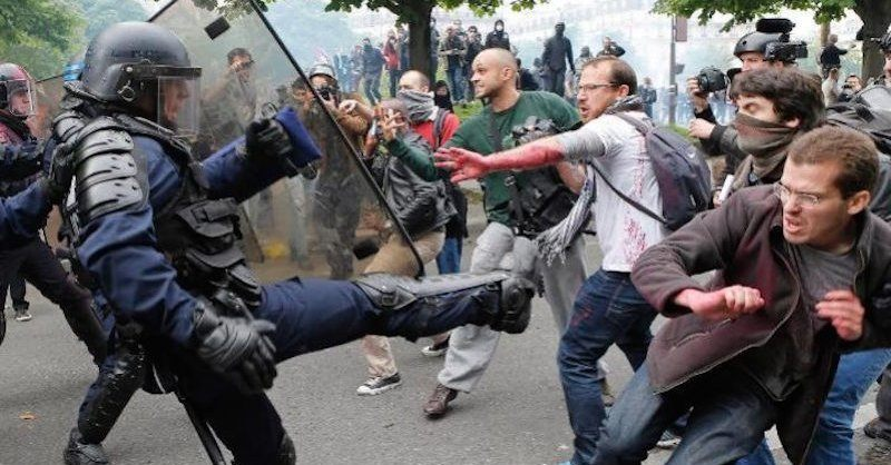 leftist protesters fight police