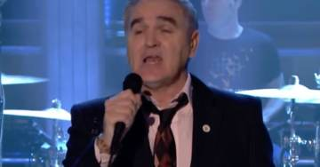 'Tonight Show' Host Jimmy Fallon Comes Under Attack after British Singer Morrissey Wears Pro-Brexit, Anti-Islam Pin on Show (Video)