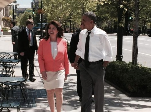 Obama Orders Reporter to Stop Filming Him at Lunch Outing–Reporter Obeys