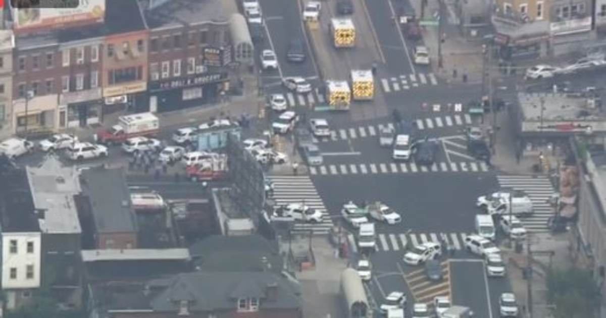 photo image Philadelphia Cop Shooter Is On Facebook Live — Livestreaming as He Fires On Police Officers — Six Officers Shot!