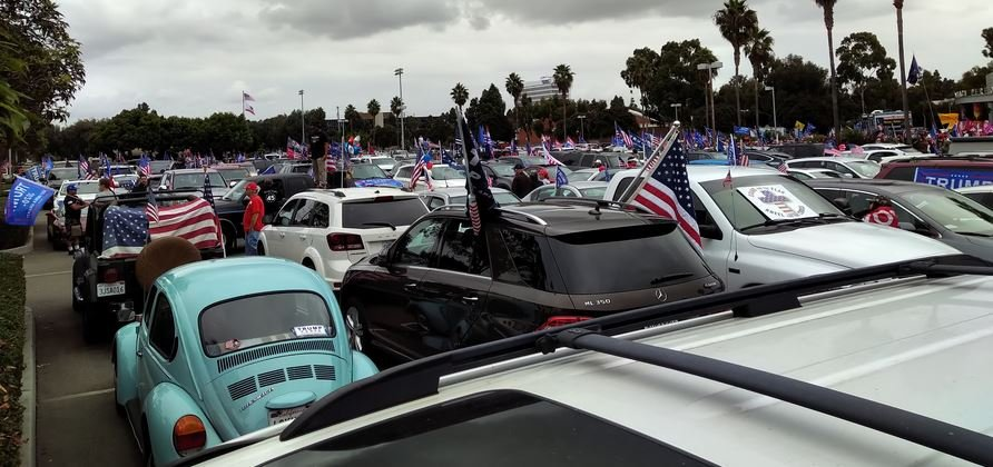 AMAZING! 2,000 Vehicles Take Part in Trump Car Rally and Parade in Southern California Los Angeles Beach Towns!