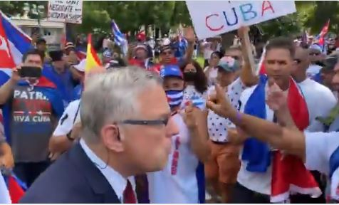 HUNDREDS of Cuban Protesters Chase Away Reporter Outside of White House