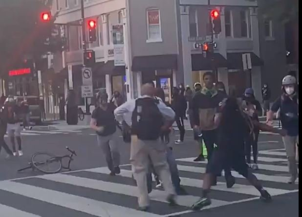 """""""I'm Here to Tell Your Story"""" - Black Lives Matter Mob Beats the Hell Out of Reuters Photographer in DC Street (VIDEO)"""