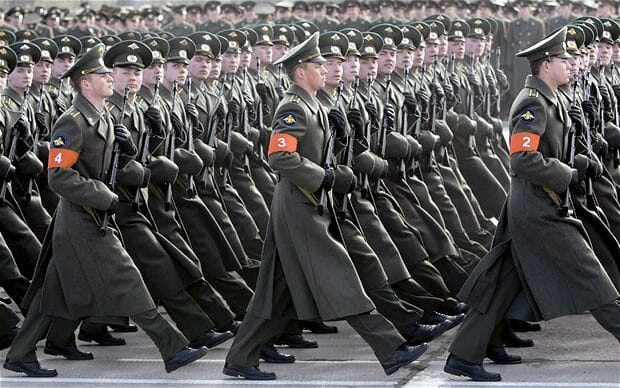russian-soldiers-marching