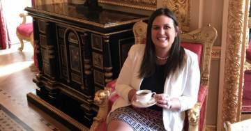 Queen of England Serves Sarah Sanders Tea — Something Liberal Red Hen Refused to Do…