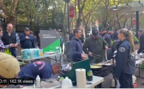 Seattle Police Fired Over the Vaccine Mandate Are Out Feeding the Homeless and Poor (VIDEO)