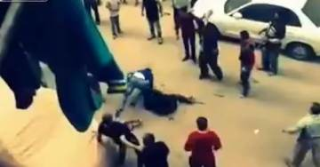 Egypt: Man Stabs Wife In Street – Then Gets Stoned (VIDEO)