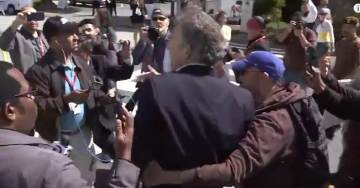 VIDEO=>  TRUMP SUPPORTER –Kicked, Punched, Assaulted, Forced to CLIMB OVER BUSHES to Escape Anti-Trump Mob