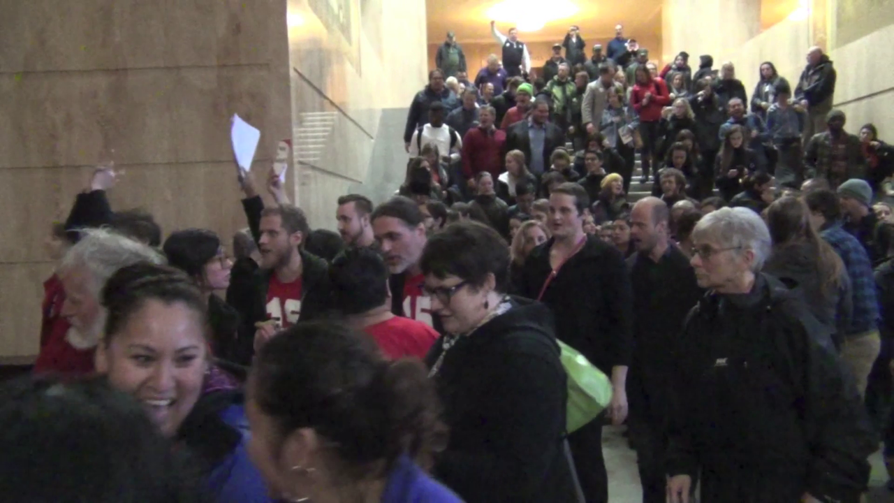 VIDEO=> HUNDREDS of '$15 Now' Communists Storm Oregon Capitol