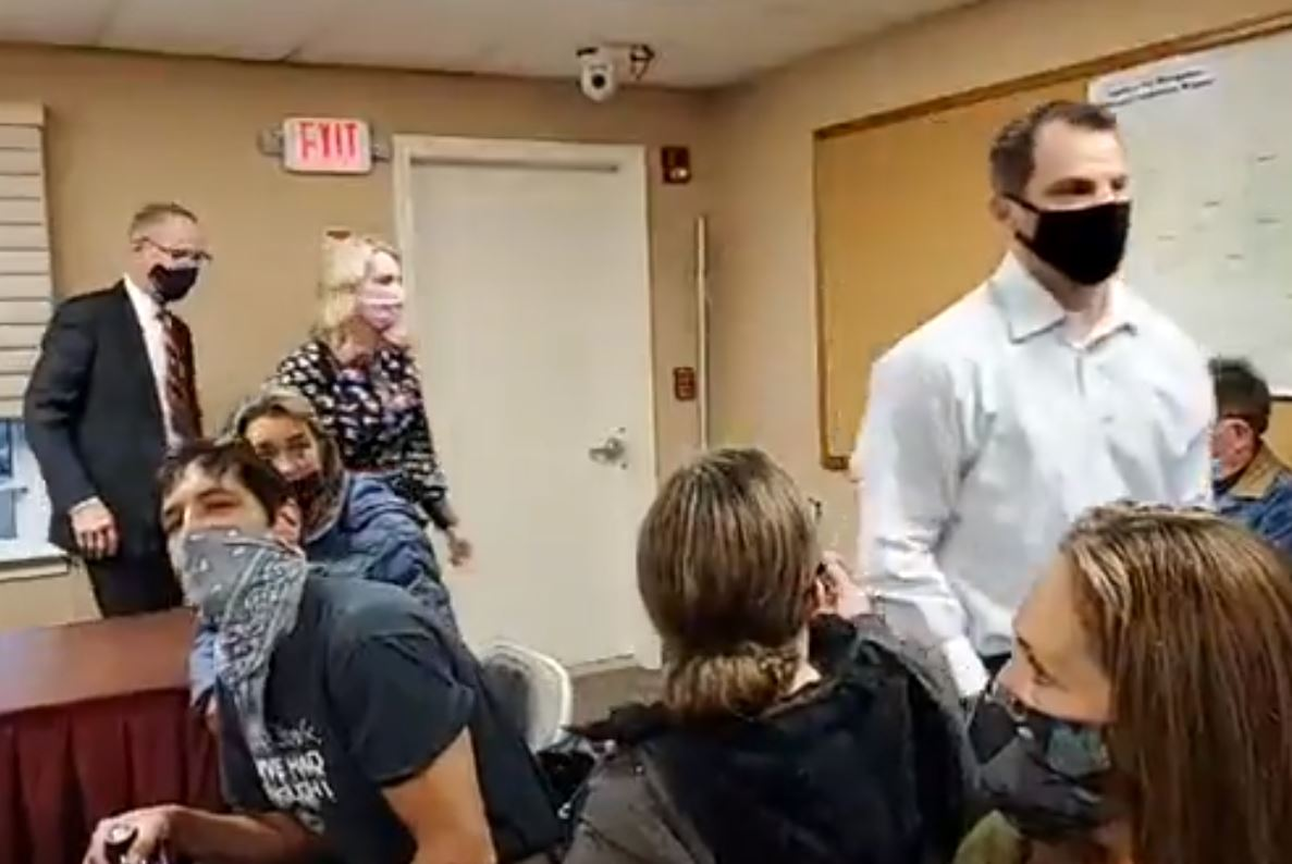 BREAKING! Windham, NH Board WALKS OUT of Town Meeting After Outraged Residents Shout Them Down Over Audit! -- VIDEO ... UPDATE: Meeting Moved to High School